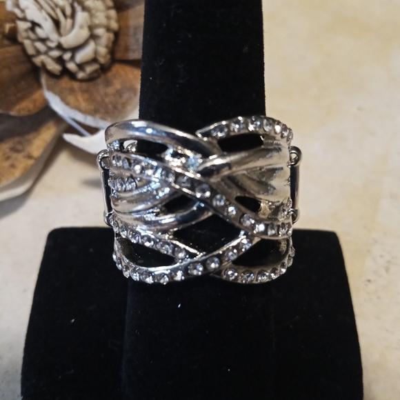 Paparazzi Silver Ring w/ cz accent stones